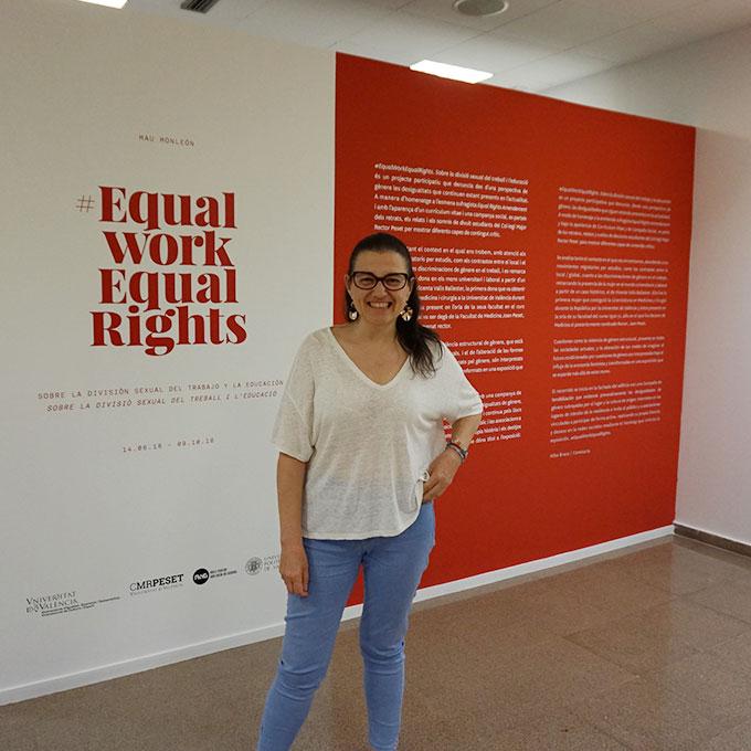 Mau Monleón Pradas en su exposición #EqualWorkEqualRights, 2018-19. Fuente: www.lrmcidii.org